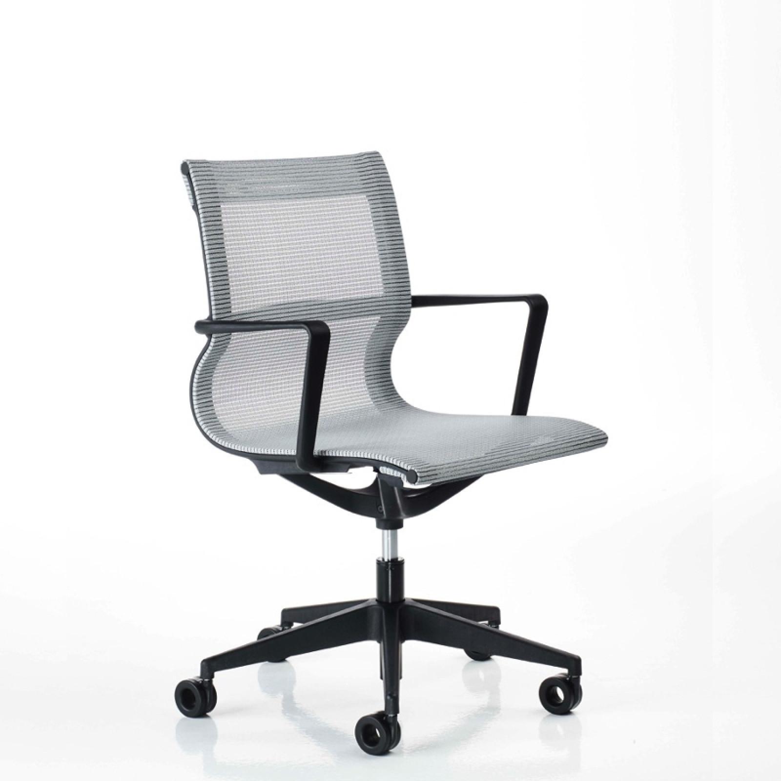 Liberty állítható magasságú irodai szék hálós fix fekete kartámasszokkal 5 ágú csillag alakú központi görgõs lábbal